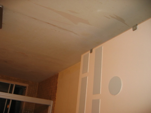 bathroom ceiling, apres mold.